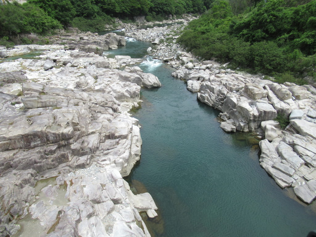 中川原の柿其橋の上から見た木曽川景観