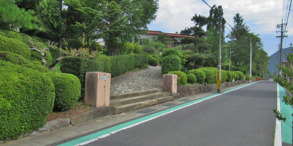 上松小学校入口