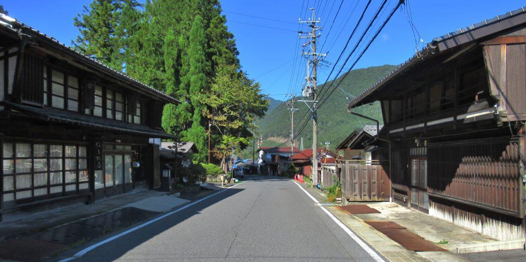 かしわや付近の須原宿町並み