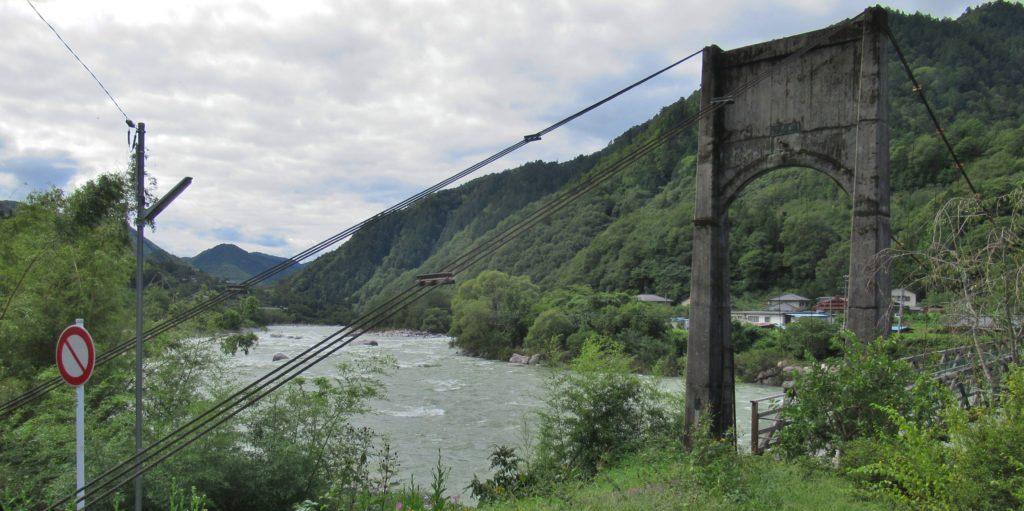 諸原橋付近の木曽川景観