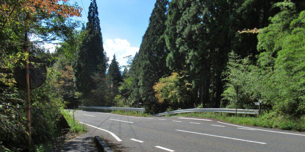 峠の集落の分岐点
