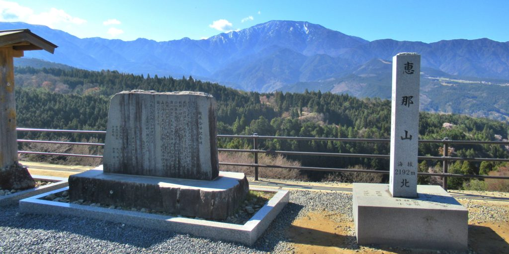 展望広場から見える恵那山