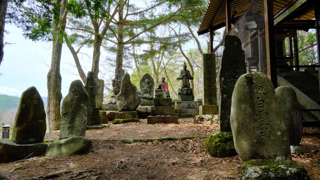 御嶽神社の石仏